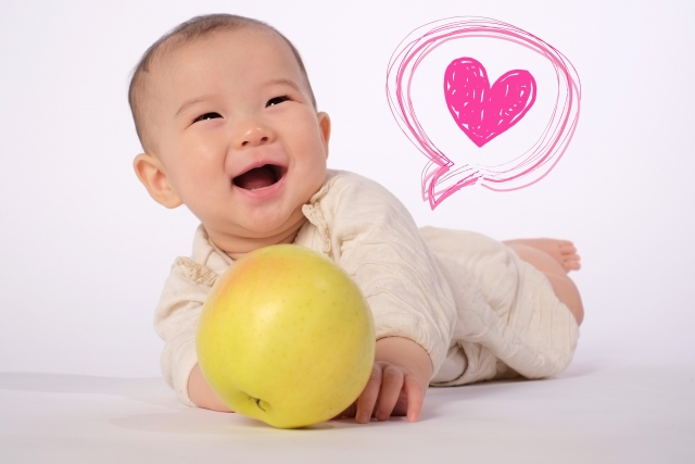 笑う赤ちゃんとハート