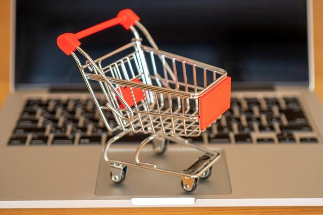 パソコンと買い物カート